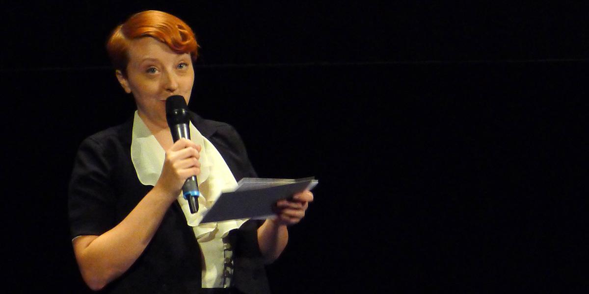 Clara Gustavsson introducerar Säg det i toner på Filmhuset i Stockholm (foto: Magnus Nilsson)
